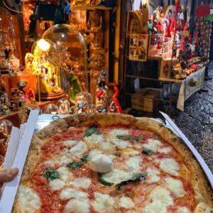 La via dei presepi e la pizza